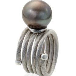 Black-Pearl-Coil-Ring wht 800